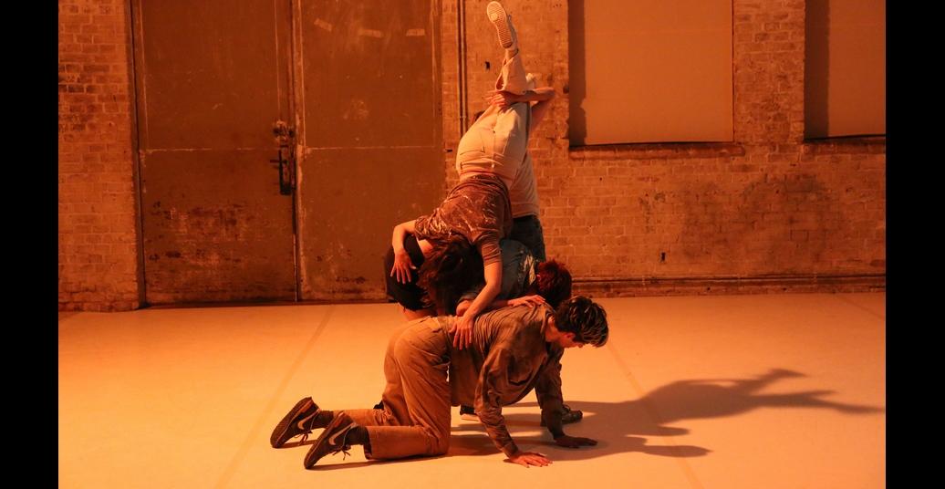 Dramaturgies of Entanglement